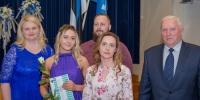 Viluste Põhikooli õpilane Lisette Oru vanematega