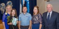 Viluste Põhikooli õpilane Marili Piirisild vanematega