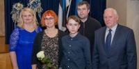 Viluste Põhikooli õpilane Aleksander Maask vanematega