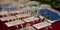 Räpina valla aastapreemiate tänumeened on kujundanud Maiu Vares. Foto: Merle Värv