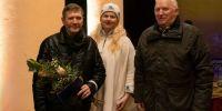 Räpina haigla arst doktor Stepan Sahnjuk Räpina valla tänukirja vastu võtmas. Foto: Merle Värv